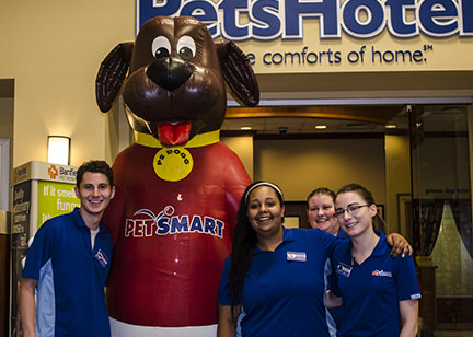 INFLATABLE PETSMART DOG MASCOT WITH EMPLOYEES