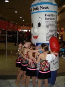 INFLATABLE NEWSPAPER MASCOT HUGGING DANCE GROUP